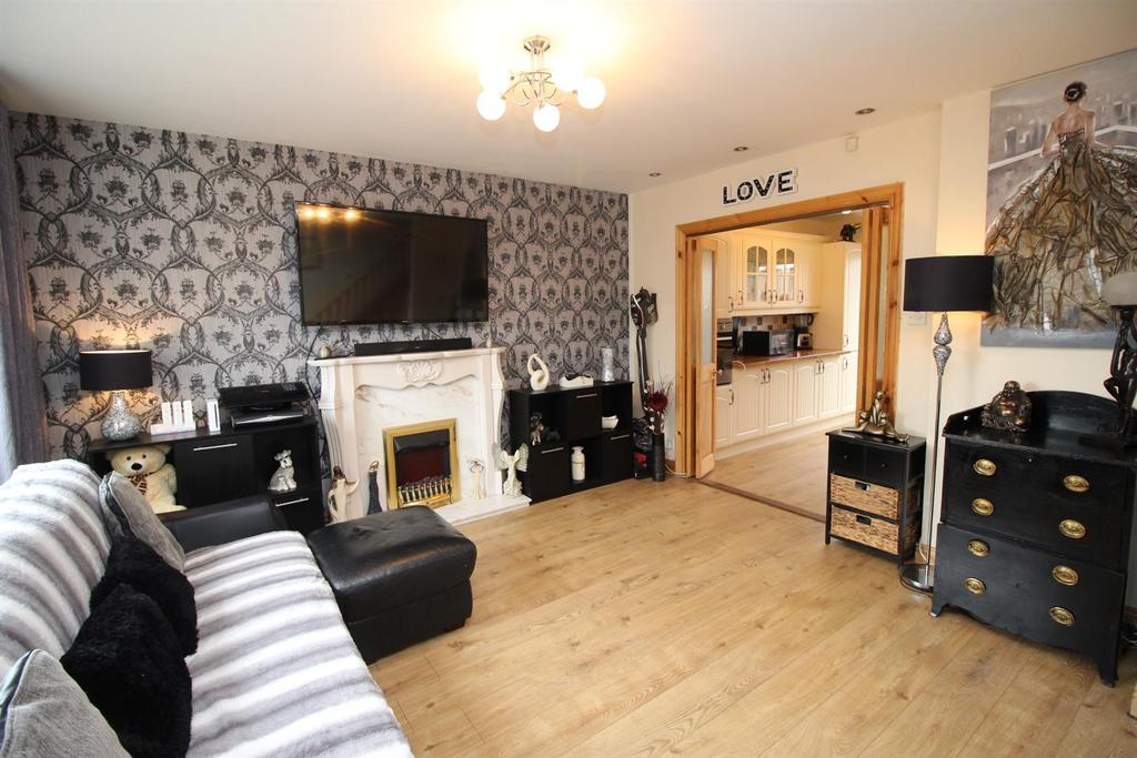 3 Bedrooms Semi Detached House for sale in Larriston Place, Cramlington