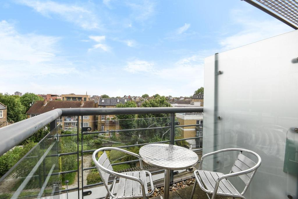 2 Bedrooms Flat for sale in Phoenix Way, Wandsworth