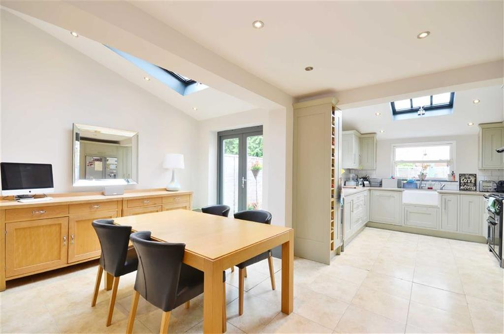 3 Bedrooms Semi Detached House for sale in Essex Road, Watford, Hertfordshire