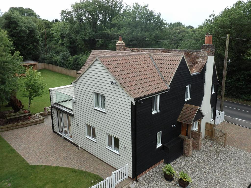 4 Bedrooms Cottage House for sale in Main Road, Bicknacre, Chelmsford