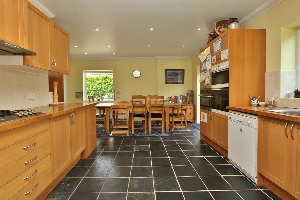 5 Bedrooms Detached Bungalow for sale in Longhill Road, Ovingdean