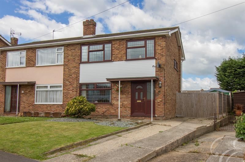 3 Bedrooms Semi Detached House for sale in Ray Avenue, Harwich