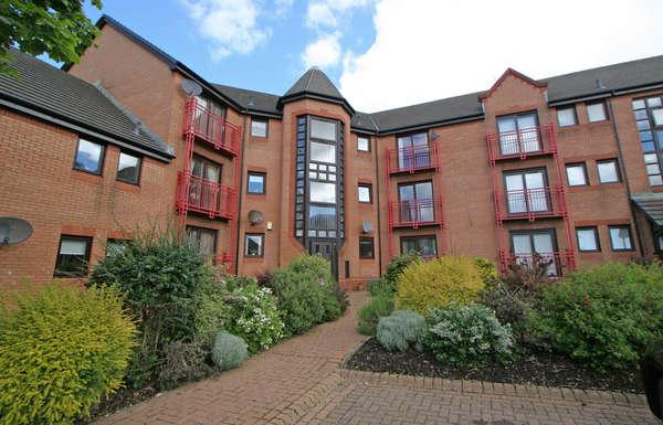 3 Bedrooms Flat for sale in 41 Curlinghall, Largs, KA30 8LB