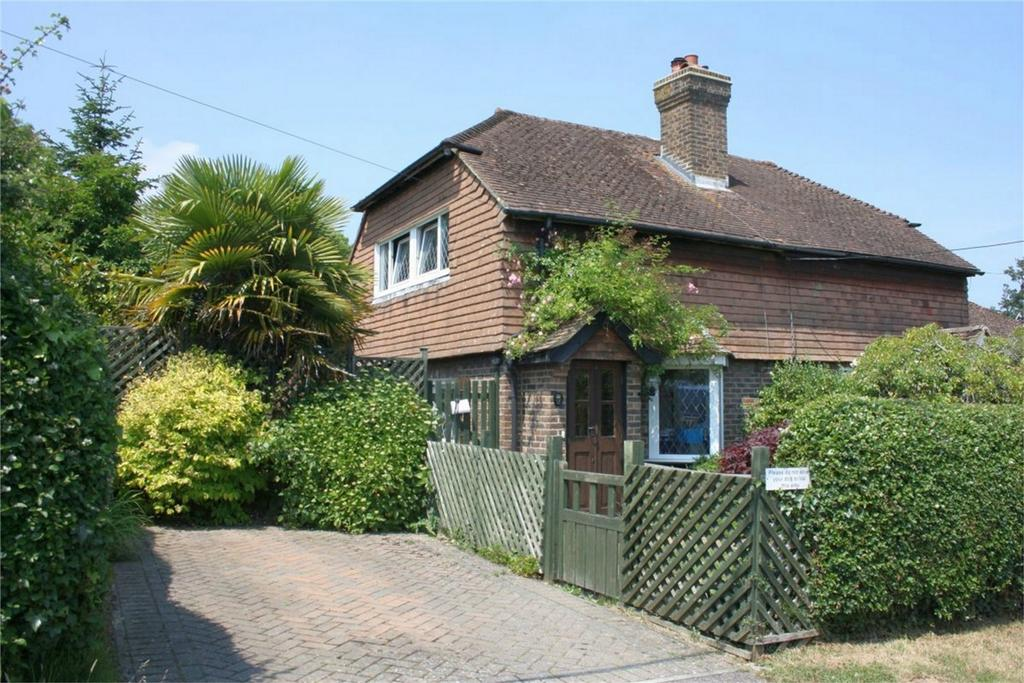 2 Bedrooms Semi Detached House for sale in Coronation Gardens, BATTLE, East Sussex