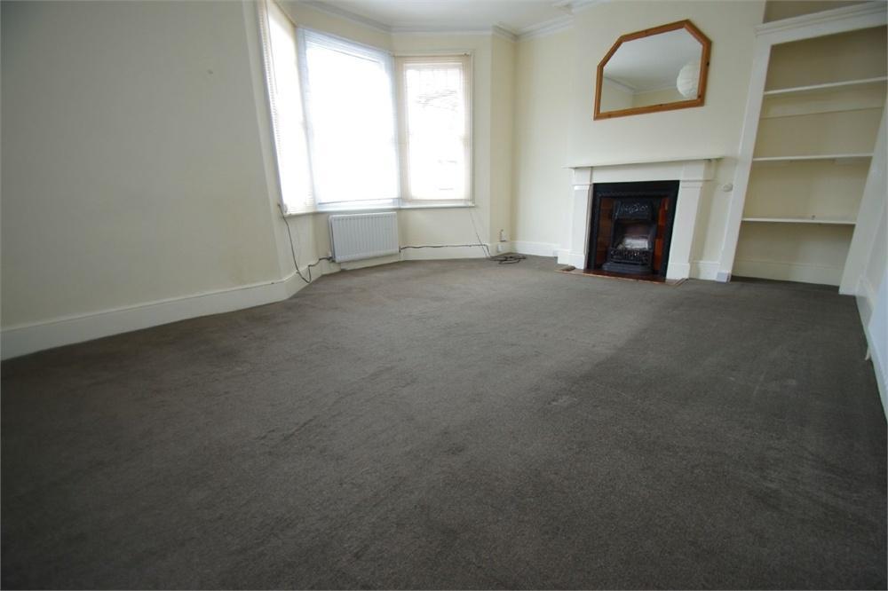 2 Bedrooms Flat for sale in Westland Road, WATFORD, Hertfordshire