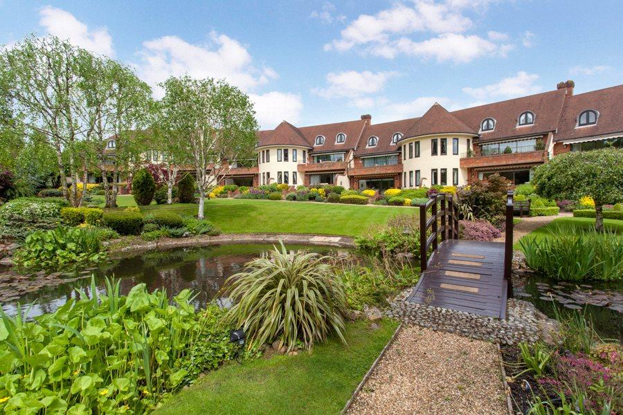 4 Bedrooms Maisonette Flat for sale in Waterglades, Knotty Green, Beaconsfield, Buckinghamshire, HP9