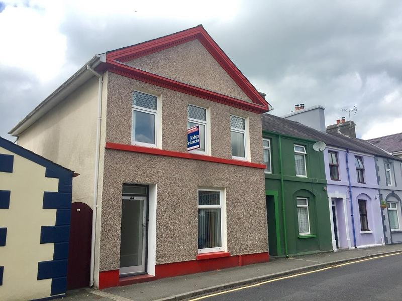 4 Bedrooms End Of Terrace House for sale in Stone Street, Llandovery, Carmarthenshire.