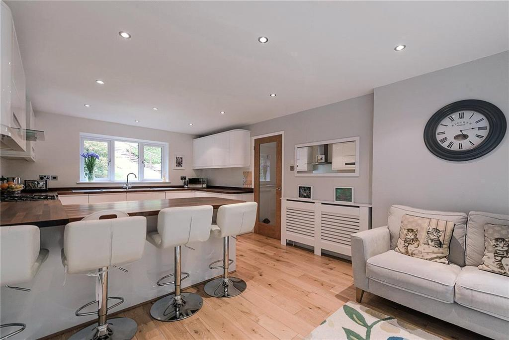 4 Bedrooms Detached House for sale in Hillside Road, Penn, High Wycombe, Buckinghamshire, HP10