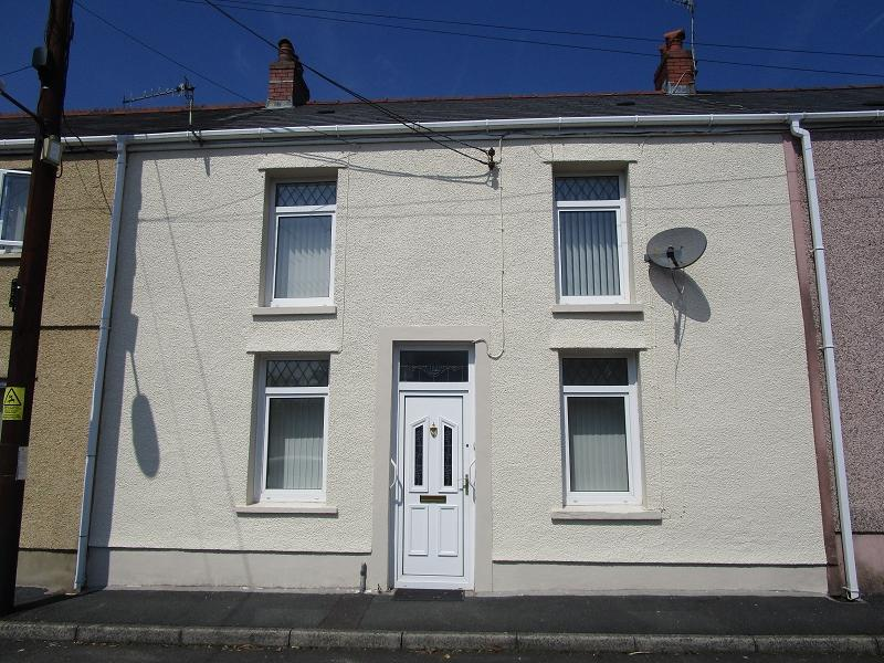 3 Bedrooms Terraced House for sale in Rhestr Fawr , Ystradgynlais, Swansea.