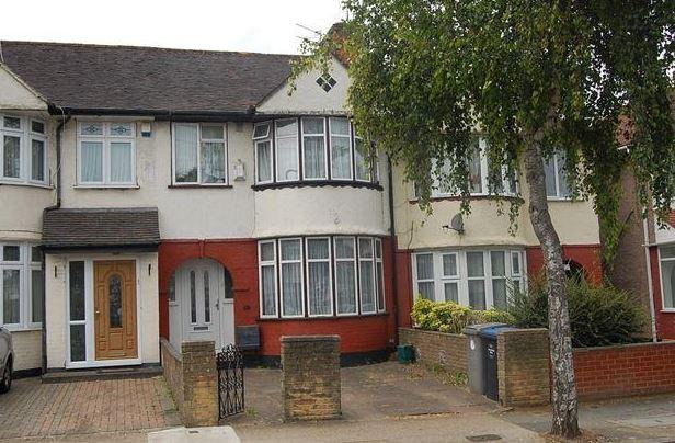 3 Bedrooms Terraced House for sale in Winchester Avenue, Oueensbury, NW9