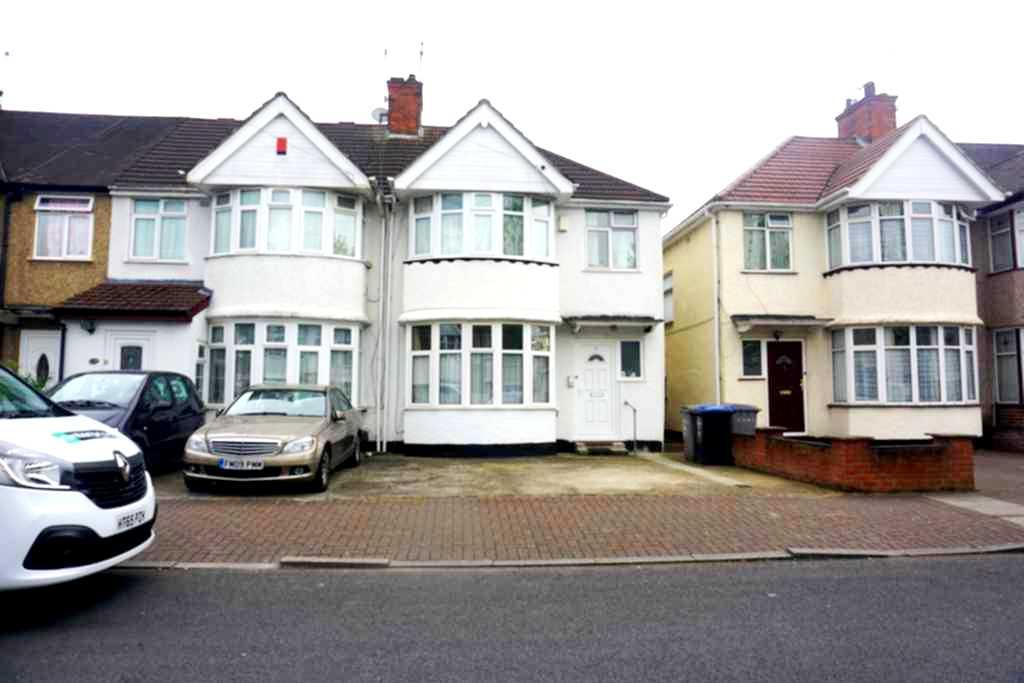 3 Bedrooms Semi Detached House for sale in Girton Avenue, Kingsbury, NW9