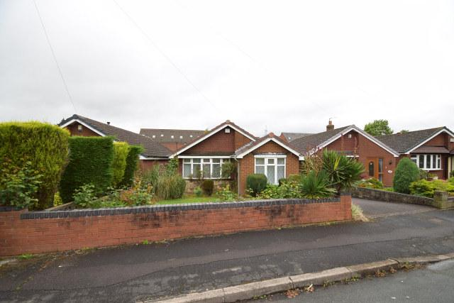 2 Bedrooms Detached Bungalow for sale in Cherrington Drive,Great Wyrley,Staffordshire