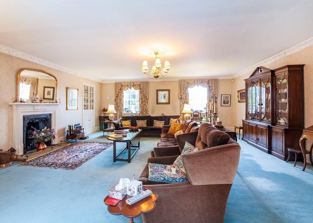 4 Bedrooms Barn Conversion Character Property for sale in Church Drive, Wentworth