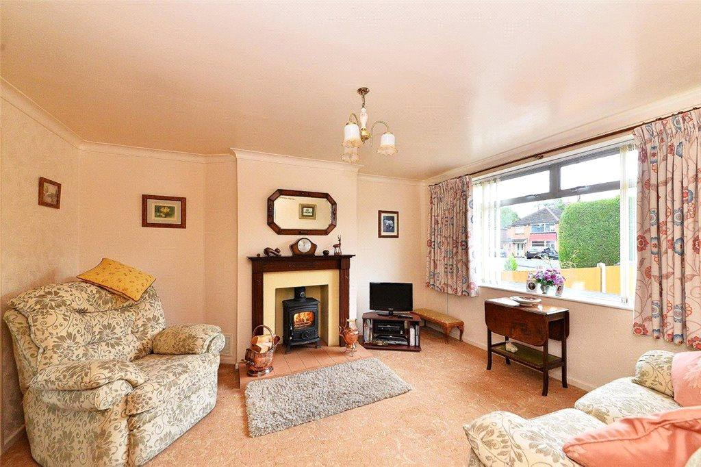 3 Bedrooms Semi Detached House for sale in Woodlands Road, Cookley, Kidderminster, DY10