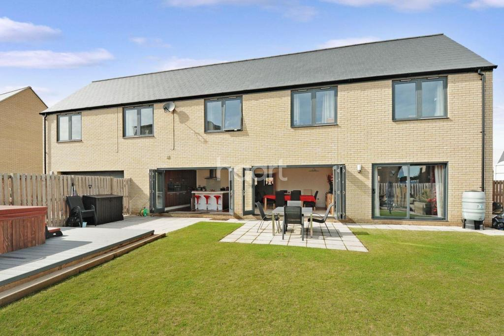 5 Bedrooms Detached House for sale in Dunwich Close, Ipswich