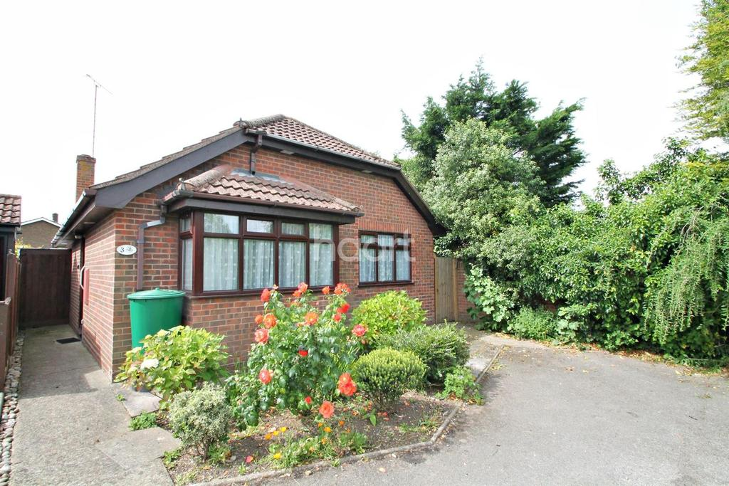 2 Bedrooms Bungalow for sale in High Street, Great Wakering