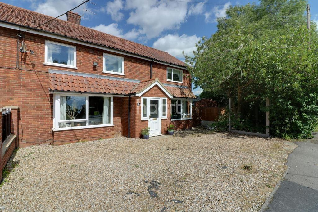 4 Bedrooms Semi Detached House for sale in Abbey Close, Wendling