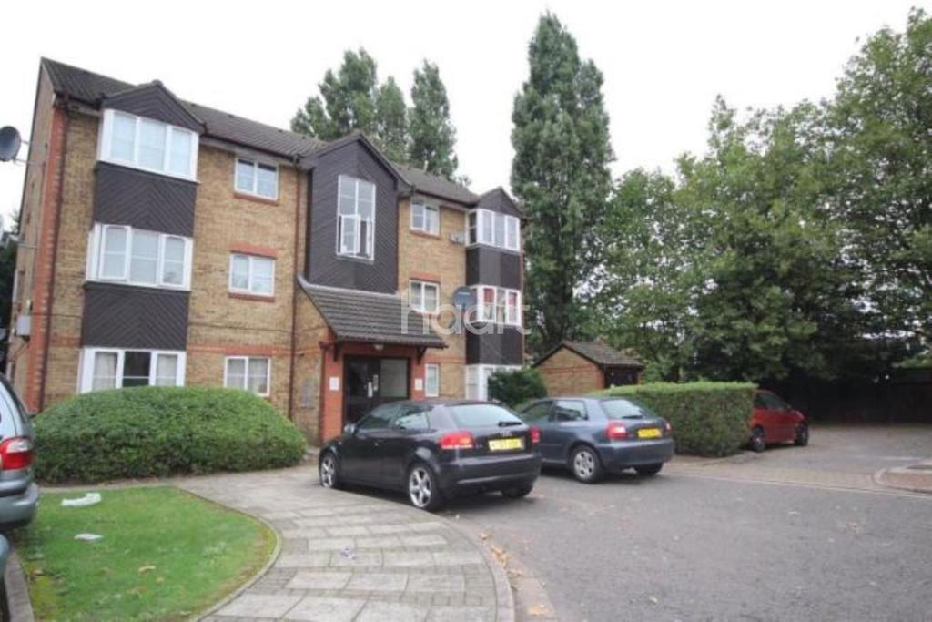 1 Bedroom Flat for sale in Cygnet Close, NW10