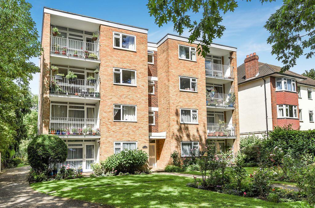 1 Bedroom Flat for sale in Brackley Road, Beckenham, Kent, BR3 1RQ