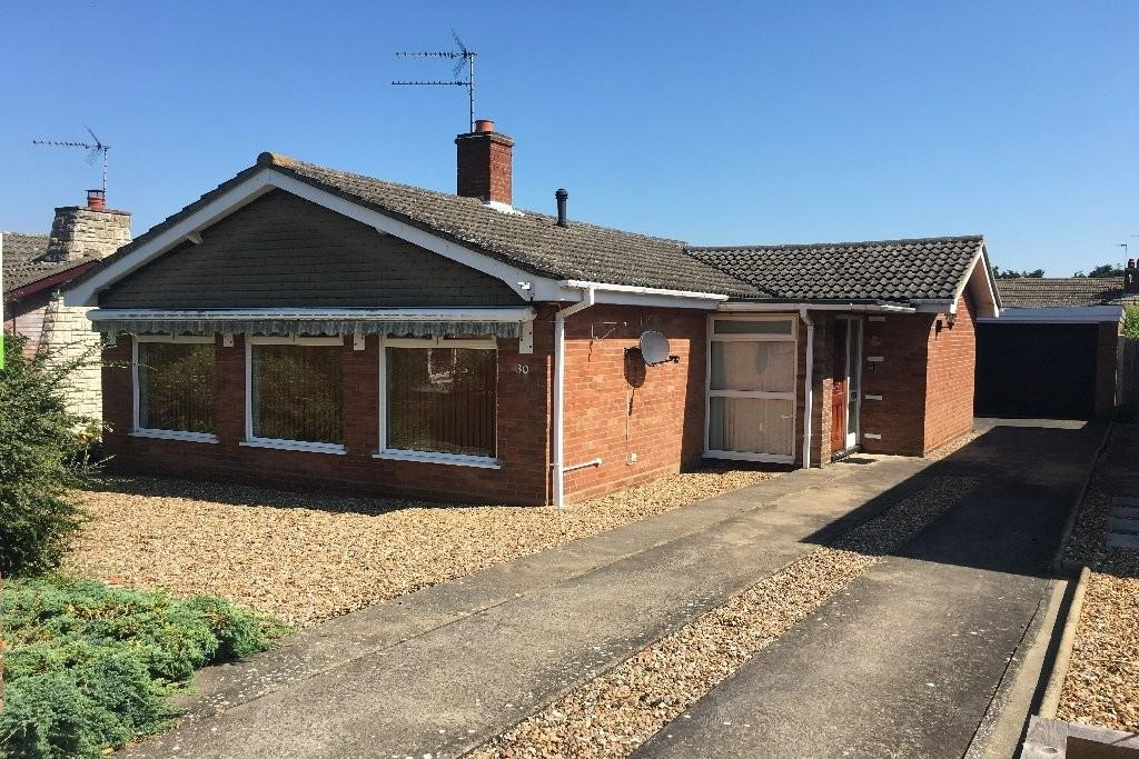 2 Bedrooms Detached Bungalow for sale in Highland Drive, Worlingham, Beccles