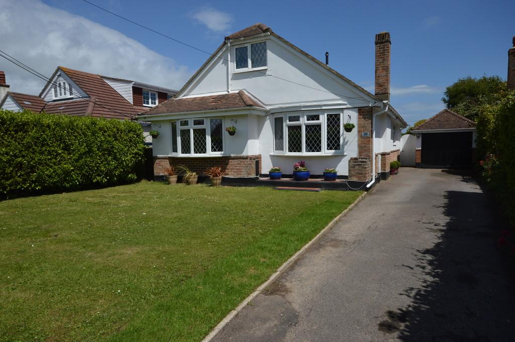 4 Bedrooms Detached Bungalow for sale in Barton Lane, Barton on Sea