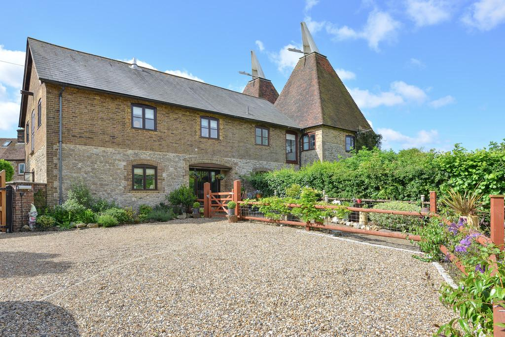 4 Bedrooms Barn Conversion Character Property for sale in East Farleigh