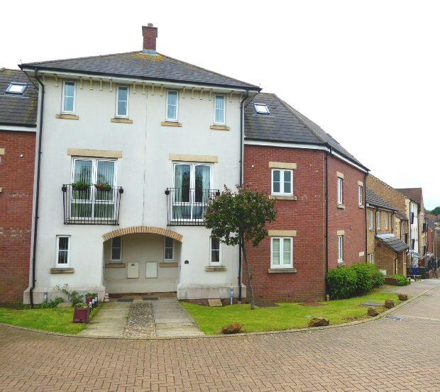 4 Bedrooms Terraced House for sale in Rosemary Drive, Banbury