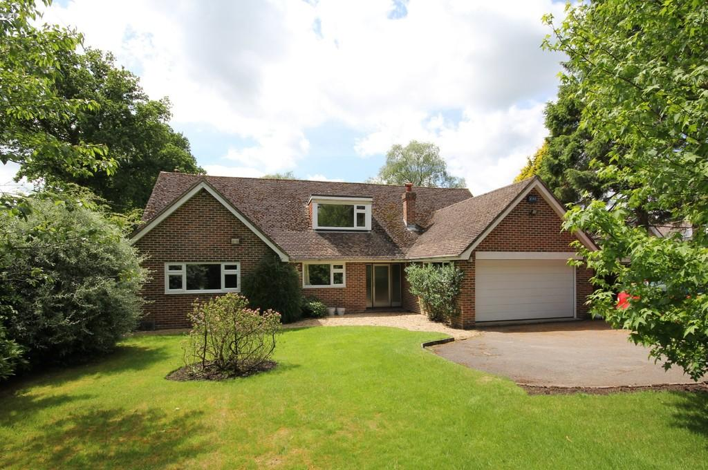 4 Bedrooms Detached House for sale in Main Road, Hadlow Down, Nr Uckfield