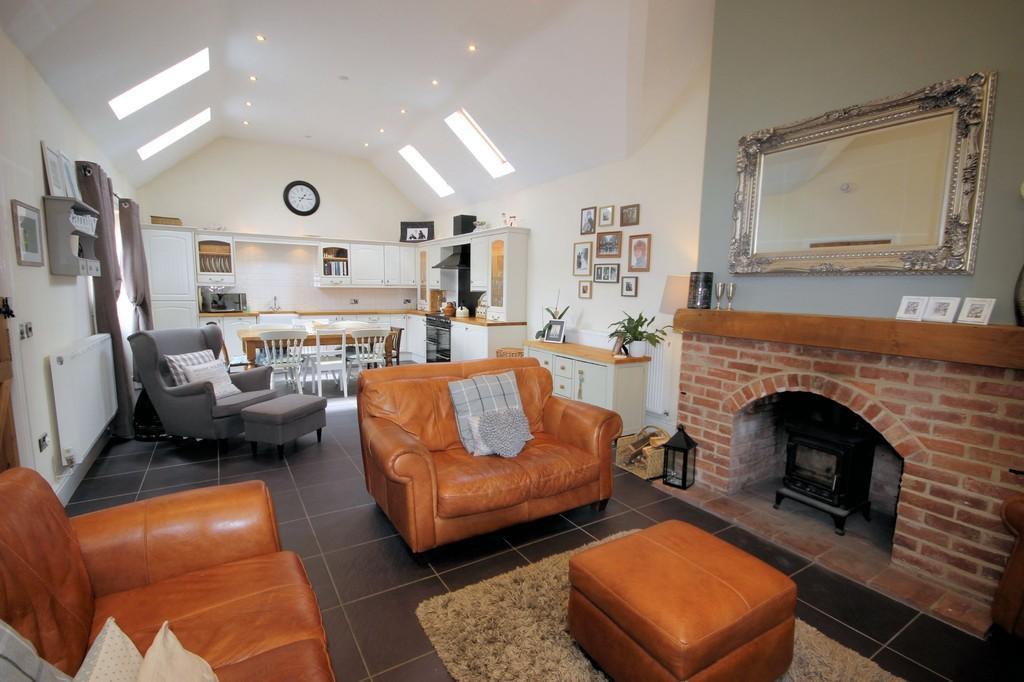 3 Bedrooms Detached Bungalow for sale in Repton Road, Hartshorne
