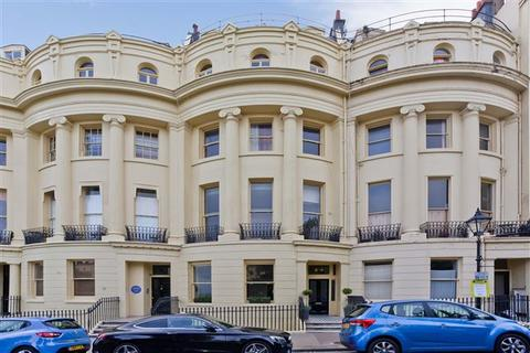 2 bedroom flat for sale - Brunswick Square, Hove