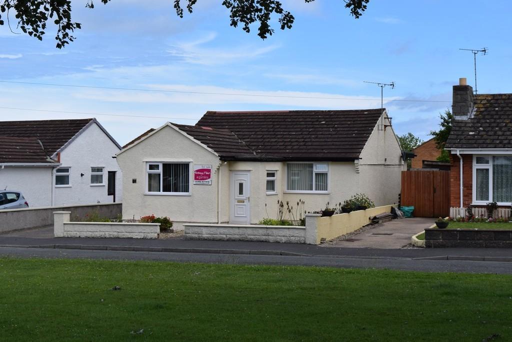 2 Bedrooms Detached Bungalow for sale in Gwydyr Gardens, Llandudno