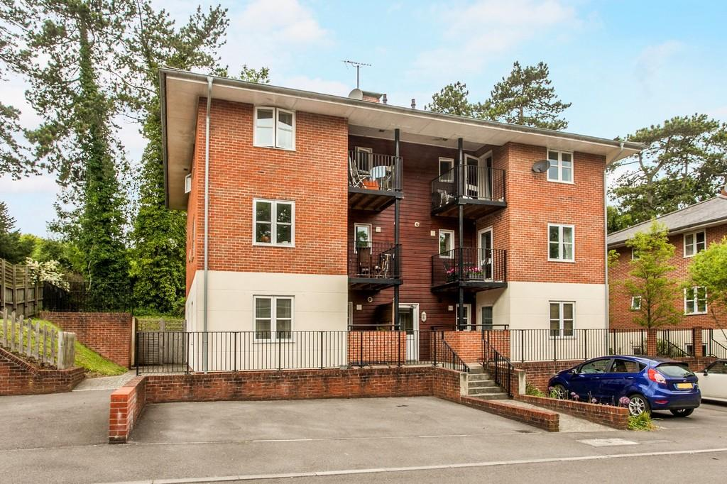2 Bedrooms Apartment Flat for sale in Grange Close, St Cross, Winchester, SO23