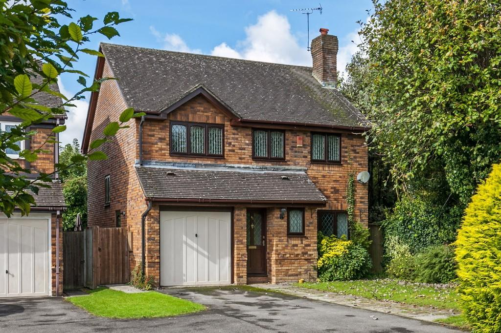 4 Bedrooms Detached House for sale in Halls Farm Close, Winchester, SO22