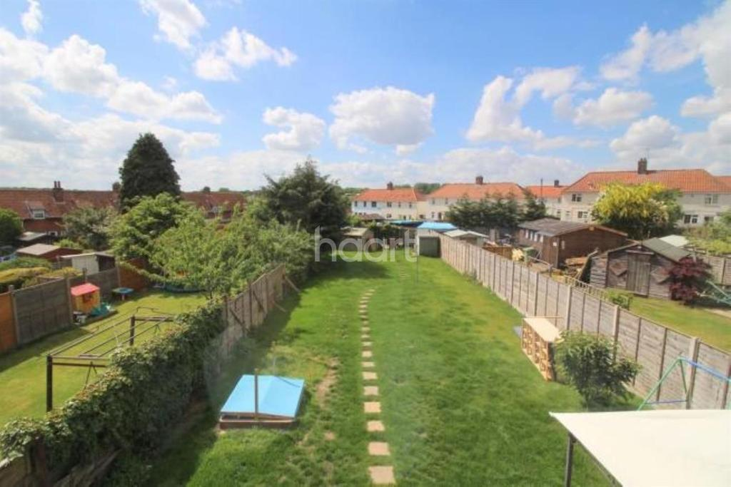 3 Bedrooms Semi Detached House for sale in Parr Road, Norwich