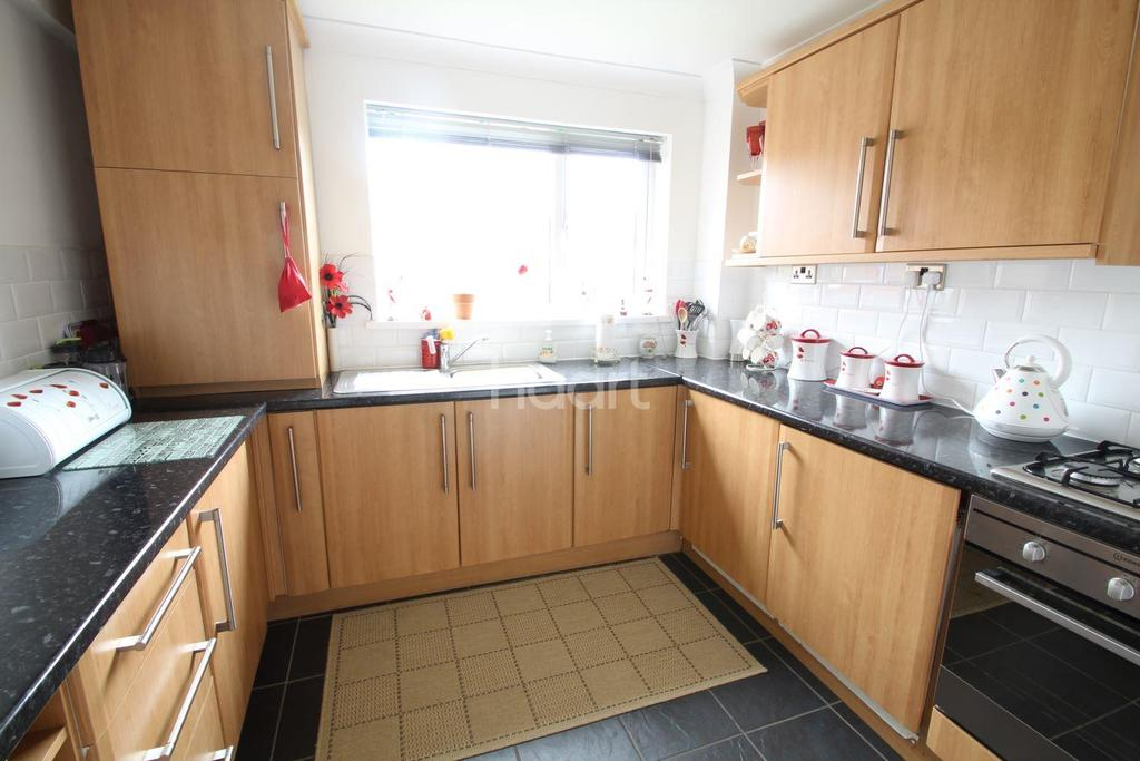 2 Bedrooms Flat for sale in Joyce Close, The Gaer, Newport