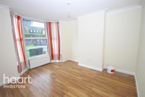 3 bedroom terraced house to rent - Tonbridge Road, ME16