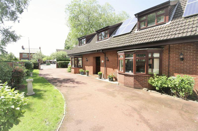 3 Bedrooms Detached House for sale in Thornaby Road, Stockton, TS17 0BN