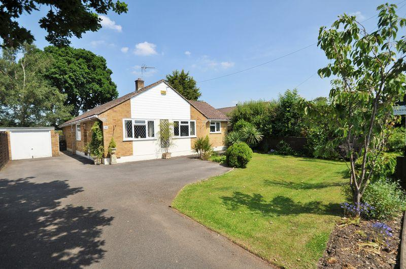 3 Bedrooms Detached Bungalow for sale in Lake Road, Verwood
