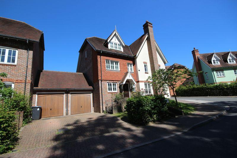5 Bedrooms Semi Detached House for sale in Lower Village, Haywards Heath