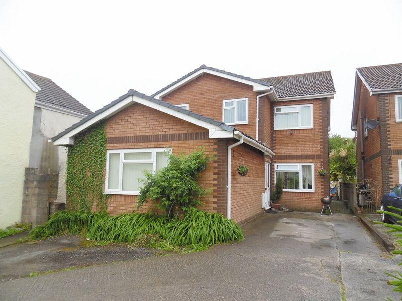 4 Bedrooms Detached House for sale in Llys Celyn High Street Bridgend CF35 6HY
