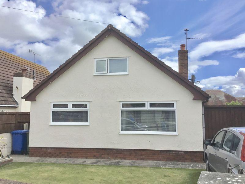 4 Bedrooms Detached House for sale in Plas Newydd Drive, Prestatyn