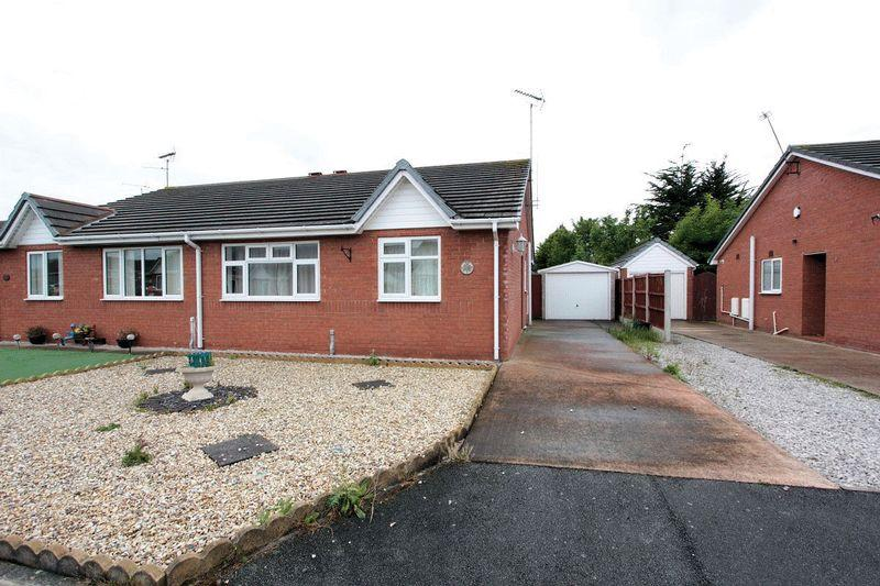2 Bedrooms Semi Detached Bungalow for sale in Lon Eirin, Towyn