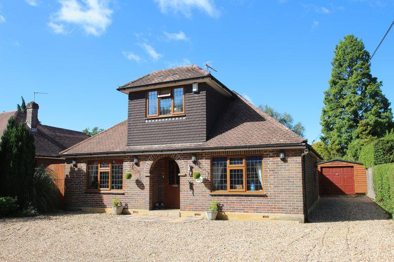 4 Bedrooms Detached Bungalow for sale in Horsham Road, Alfold