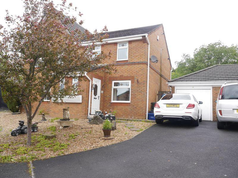 3 Bedrooms Semi Detached House for sale in Tunstall Drive, Clayton Le Moors.