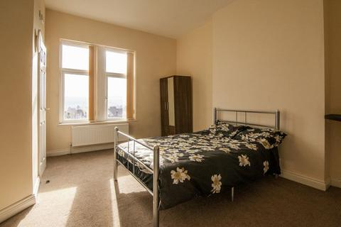5 bedroom property to rent - Pearson Lane, Bradford