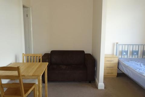 Studio to rent - Briggate, Shipley