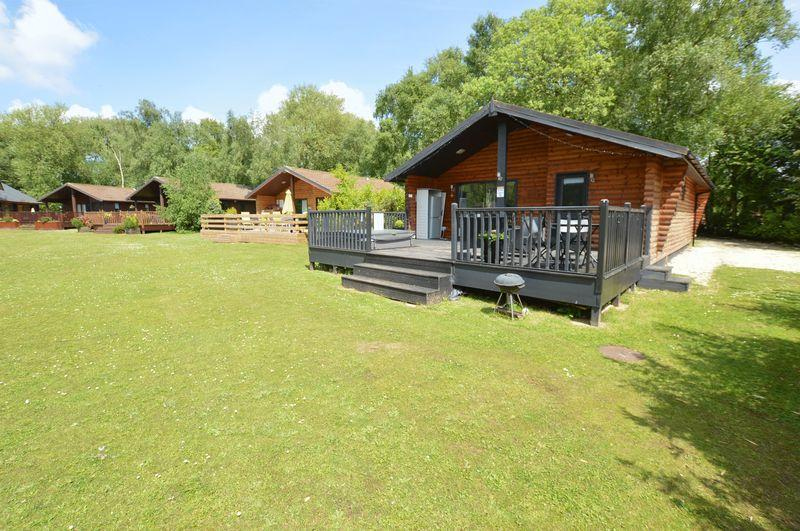 2 Bedrooms Log Cabin Character Property for sale in Sunset Lodge, 23 Duck Lake, Tattershall Lakes Country Park, Sleaford Road, Tattershall