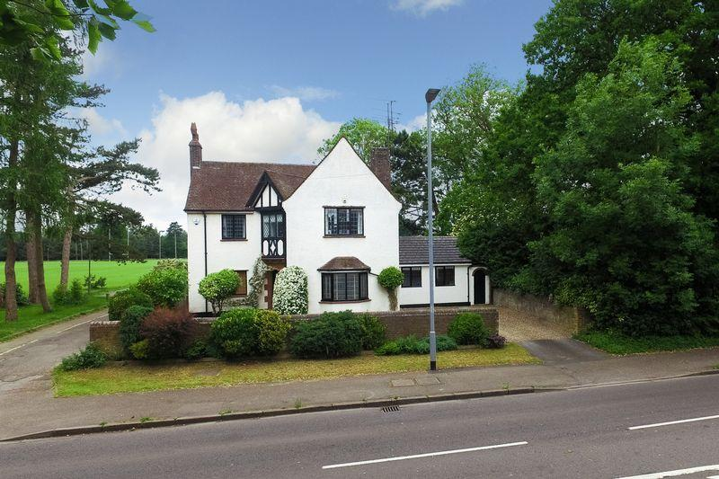 4 Bedrooms Unique Property for sale in Stockwood Park, London Road, Luton