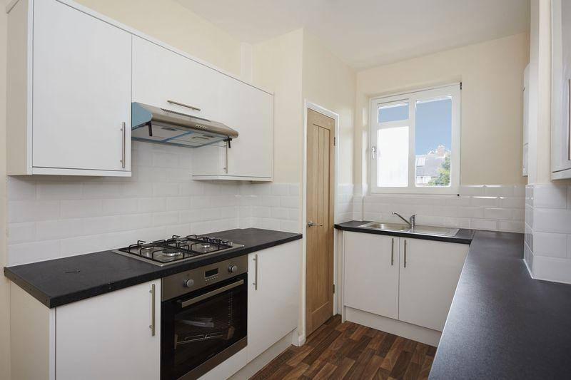 3 Bedrooms Apartment Flat for sale in Shirley House Drive, Charlton