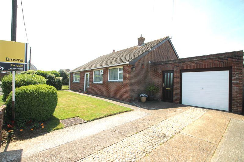 3 Bedrooms Bungalow for sale in Capel-le-Ferne, Folkestone